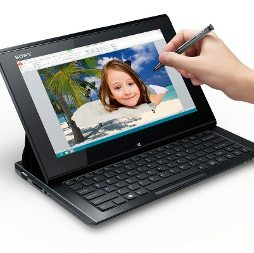 VAIO-Duo11_WithHands-pen01_ActiveClip2-1200